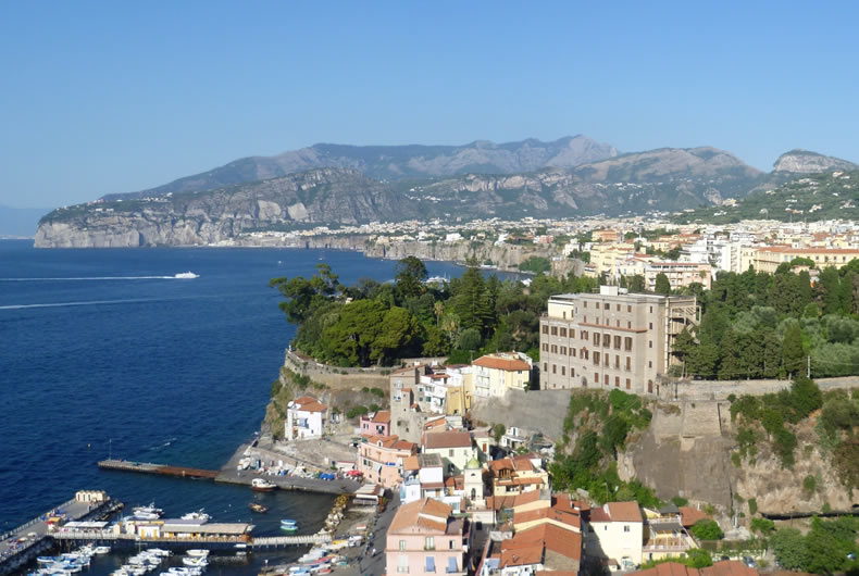 Enjoy A Resort Holiday And Sorrento Tour In A Private Car